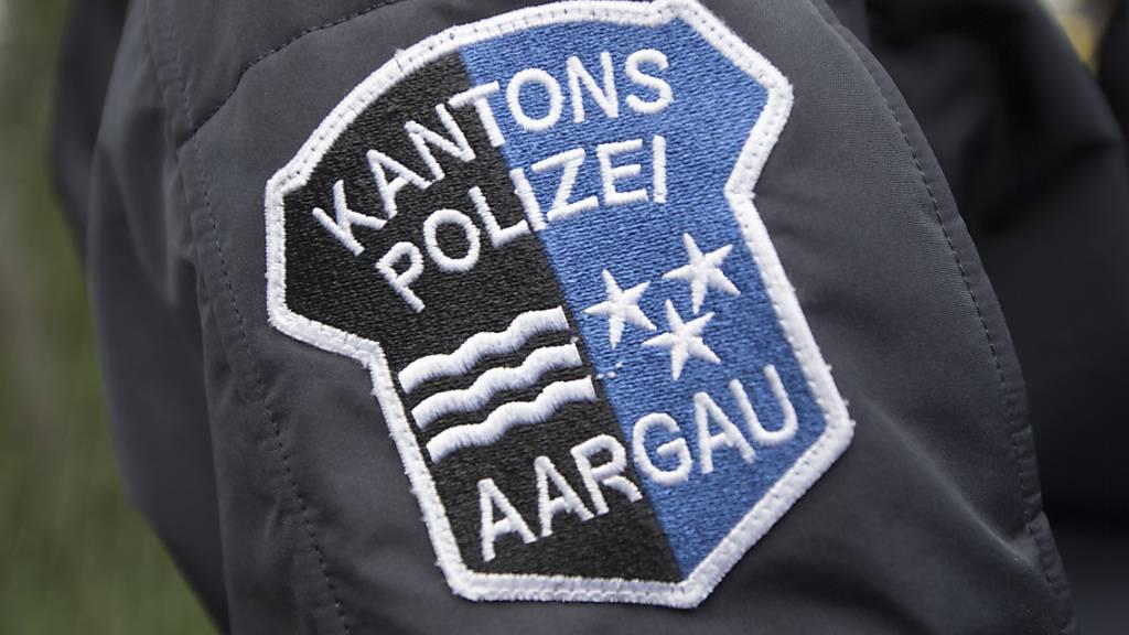 Die Aargauer Kantonspolizei hat einem 36-jährigen Automobilisten den Führerausweis abgenommen, nachdem dieser auf einem Fussgängerstreifen in Brugg AG einen Mann angefahren und verletzt hatte. (Archivbild)