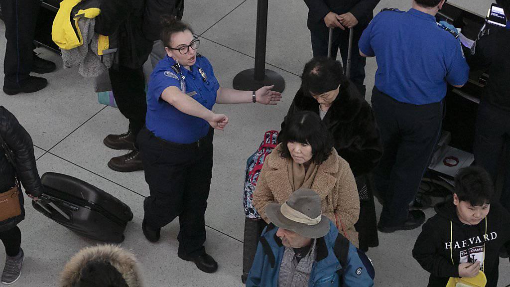 An mehrere internationalen US-Flughäfen kam es für Passagiere bei der Einreise wegen einer Computerpanne zu langen Warteschlangen. (Symbolbild)