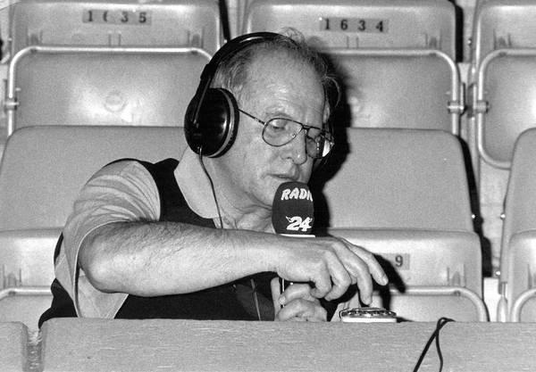 Walter Scheibli moderiert in der Saalsporthalle, 1995