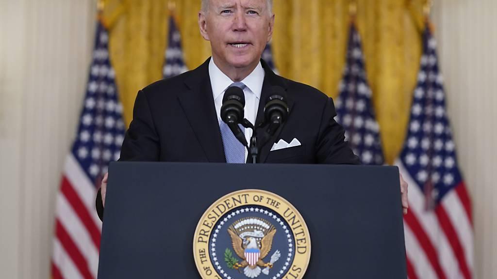 Joe Biden, Präsident der USA, spricht im Ostzimmer des Weißen Hauses über die Situation Afghanistan. Foto: Evan Vucci/AP/dpa