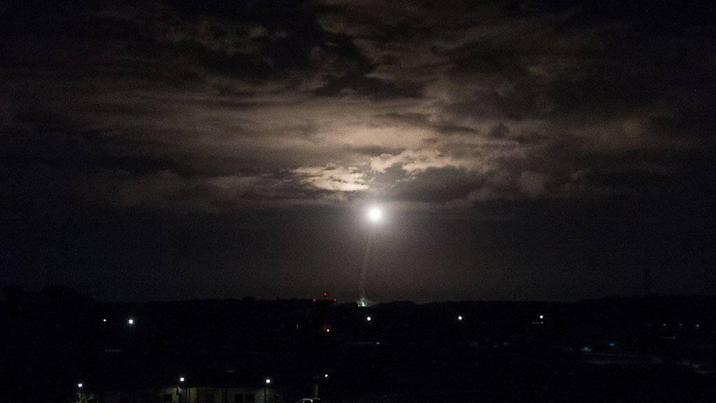 Die Vega-Rakete steigt über Kourou in die Erdumlaufbahn - an Bord sind zwei europäische Satelliten.