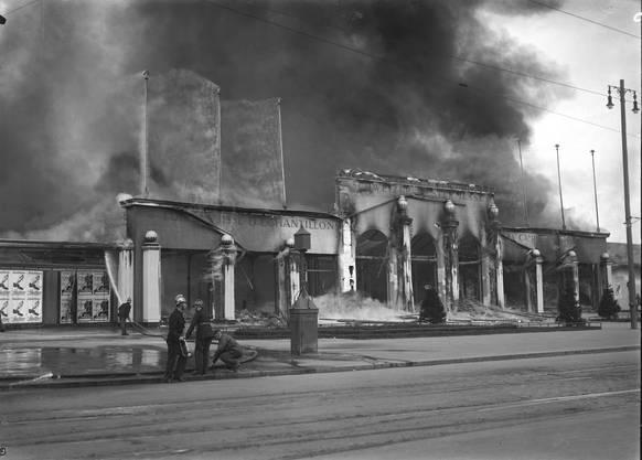 Am Bettag zerstörte ein Brand innerhalb einer Stunde die Gebäude der Schweizer Mustermesse.