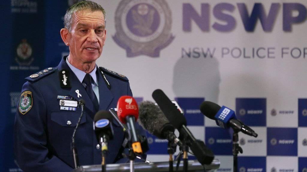 Beklagt einen getöteten Mitarbeiter: Polizeichef Andrew Scipione nach dem Angriff in Sydney