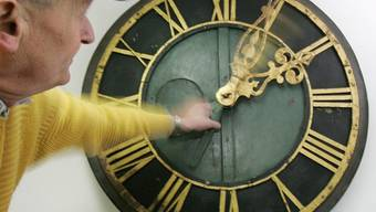 Eine Stunde weniger: Die Uhren werden um 2 Uhr morgens um eine Stunde vorgestellt