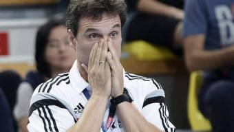 Kadetten-Trainer Markus Baur muss zusehen, wie sein Team die erste Saisonniederlage in der NLA erleidet