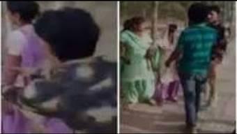 In einem indischen Dorf sind zwei Frauen am helllichten Tag vor Dutzenden Zeugen sexuell bedrängt worden.