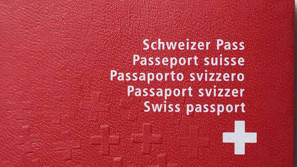 Seit einem Jahr können sich Ausländerinnen und Ausländer der dritten Generation erleichtert einbürgern lassen. Bisher haben 309 Personen über diesen Weg die Schweizer Staatsbürgerschaft erhalten.