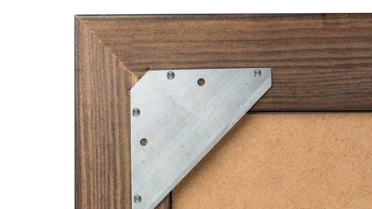 Viele Rahmen und Leinwände lassen sich einfach über zwei Nägel stülpen.