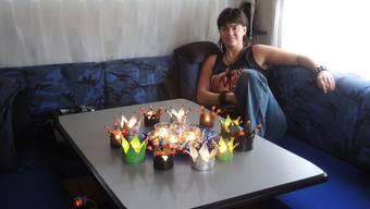 Die Streetworkerin Peli Senn hat mit selbst gebastelter Weihnachtsdekoration eine weihnachtliche Atmosphäre in ihren Wohnwagen gezaubert. ZEU