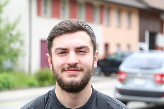 Fatih Destan, 17, Mumpf: «Besonders freue ich mich darauf, in das Freibad in Frick gehen zu können. Da bin ich fast jeden Tag, wenn es warm ist.»