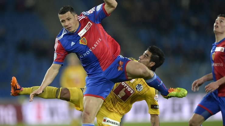 Marek Suchy wird auch in Zukunft in rotblau die gegnerischen Angreifer stoppen.