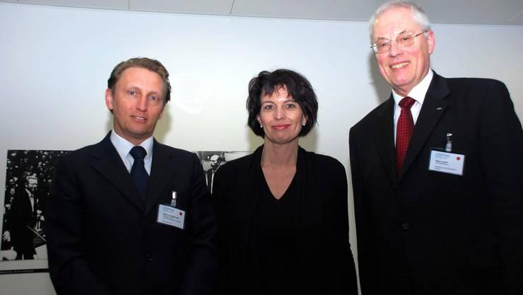 Bundespräsidentin Doris Leuthard mit den Wettswilern Martin A. Ziehbrunner (links) und Heinz Liedtke. (Bild Martin Mullis)