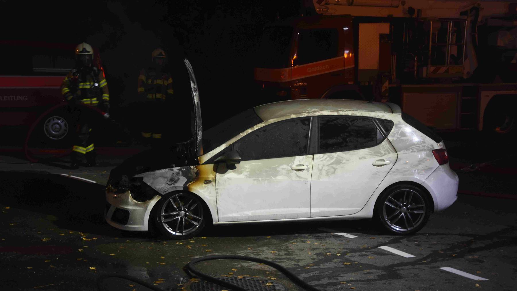 Das Auto brannte in einer Garage in Goldach.