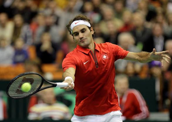 Nach einem Break zum 4:3 gewann Federer den ersten Satz wenig später 6:4.
