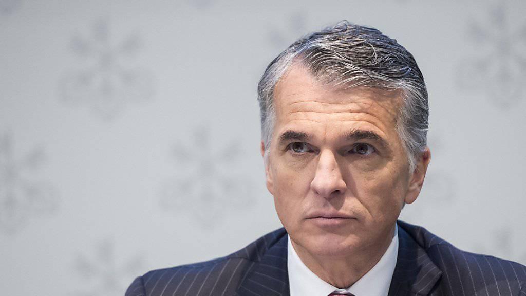 UBS-Konzernchef Sergio Ermotti wehrt sich gegen eine strengere Bankenregulierung und bringt erneut einen möglichen Wegzug der Bank aus der Schweiz ins Spiel.