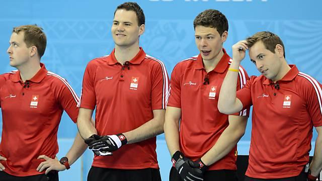 Das Team um Sven Michel (rechts) schaut dem Gegner zu.