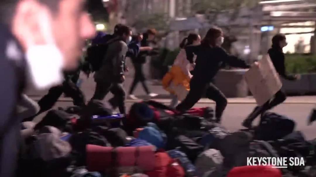 Klimaaktivisten besetzen den Bundesplatz in Bern