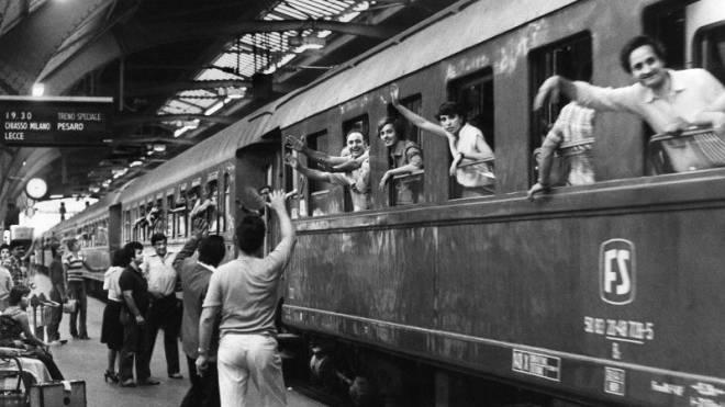 Italienische Migranten 1979 im Hauptbahnhof Zürich. Sie haben den italienischen Expats von heute den Weg in die Schweiz geebnet. Foto: Keystone/Photopress