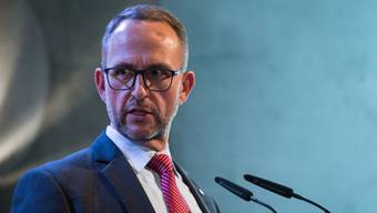 Tessiner Regierungsschef Norman Gobbi infomiert die Medien über weitere Verschärfungen der Massnahmen.