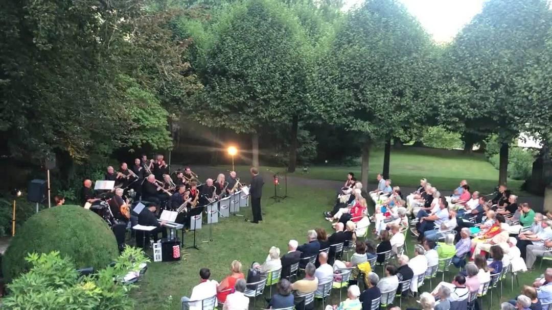 Swingende Klänge beleben den Park der Badener Villa Boveri