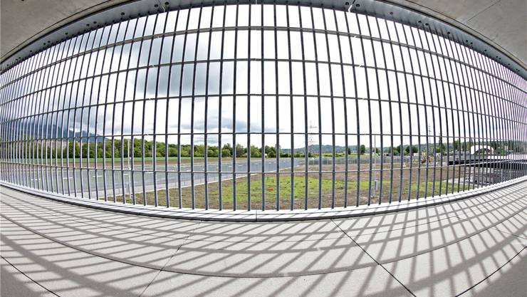 Wann kann ein Täter wieder in die Gesellschaft entlassen werden – und wann muss er zur Sicherheit der Gesellschaft hinter Gittern bleiben? Symbolbild