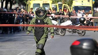 Vor der Entschärfung einer Bombe in Athen