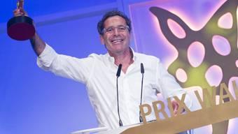 Letztes Jahr wurde der Journalist Roger Schawinski mit dem Ehren-Prix-Walo für sein Lebenswerk ausgezeichnet. Nun erhält er die Ehrendoktorwürde der Universität Freiburg. (Archiv)