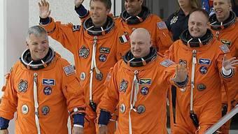 Die Endeavour-Crew ist bereit - doch die Astronauten müssen sich noch bis Montag gedulden