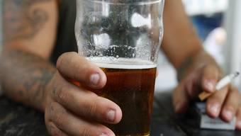 Alkoholabhängige werden als bedrohlicher wahrgenommen als Menschen mit einer Psychose oder anderen psychischen Erkrankung. (Symbolbild)