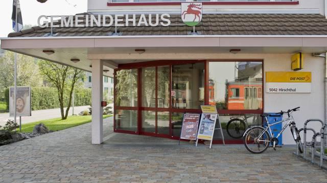 Post und Gemeindehaus in Hirschthal im Kanton Aargau (Symbolbild)