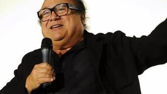 Danny De Vito nimmt Filmpreis für Michael Douglas an