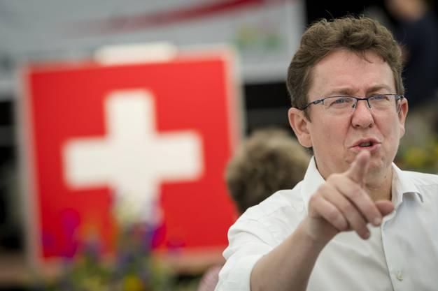 Albert Rösti, Parteipräsident der SVP, während der Delegiertenversammlung der Partei in Orbe, am 29. Juni. (Keystone)