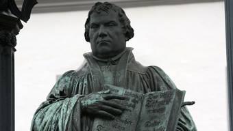 Josef Hochstrasser: «Es braucht weder einen neuen Luther (Bild) noch einen neuen Zwingli. Einer der schwerwiegenden Gründe für den gesellschaftlichen Bedeutungsverlust der Kirchen ist die Trennung in betreuende Kleriker und betreute Laien.»