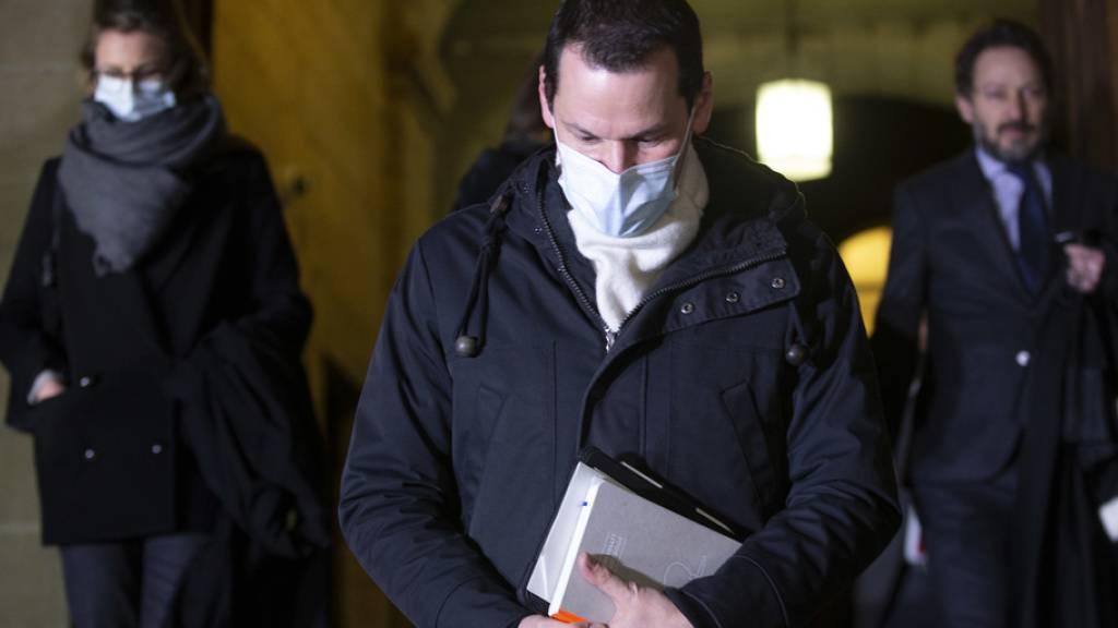 Pierre Maudet verlässt nach dem Schuldspruch das Gerichtsgebäude.