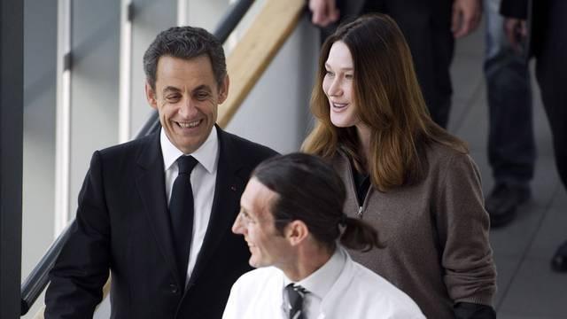 Kopf-an-Kopf-Rennen mit Hollande: Nicolas Sarkozy (l.) neben Ehefrau Carla Bruni