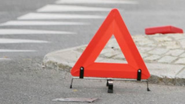 Bei der Auffahrkollision wurde eine 21-jährige Autofahrerin verletzt. (Symbolbild)
