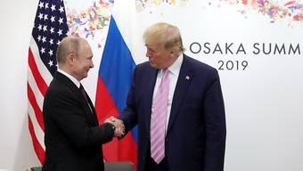 Berichte über die Anstiftung Russlands zur Tötung von US-Soldaten in Afghanistan dürften zwischen dem Russischen Präsidenten Wladimir Putin (links) und US-Präsident Donald Trump für Misstöne sorgen. (Archivbild)