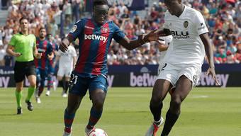 Levante mit Emmanuel Boateng (links) trotzte dem grossen Stadtrivalen Valencia mit Mouctar Diakhaby einen Punkt ab