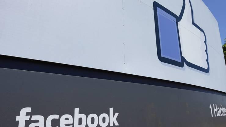 Facebook sperrte nach dem Datenskandal 69'000 Apps auf seiner Plattform. (Symbolbild)