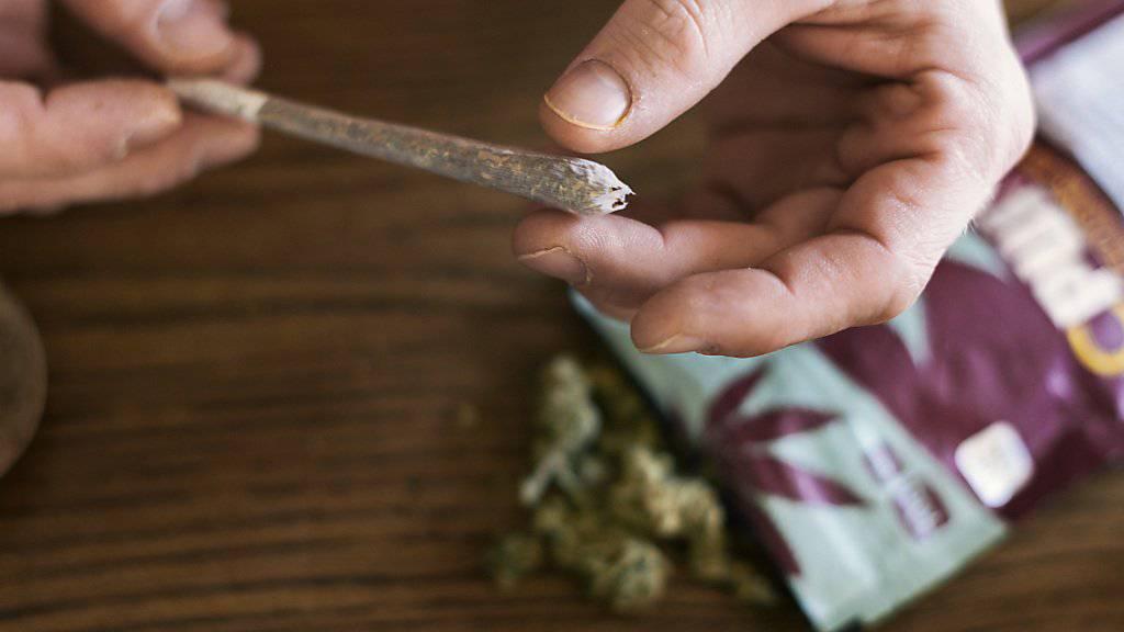 Die Legalisierung des Konsums von Cannabis wird wieder einmal zum Thema auf Bundesebene. Eine entsprechende Initiative wurde lanciert. (Symbolbild)