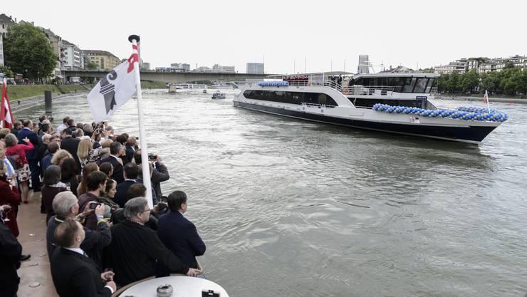 Ein Spektakel auf dem Rhein: Das neue Flaggschiff «Rhystärn» wurde am Mittwochabend feierlich getauft.