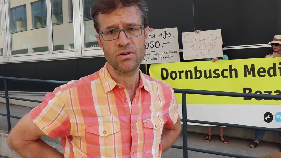 Demo bei Dornbusch Medien in Dättwil: Der freie Journalist Pieter Poldervaart sagt, worum es geht