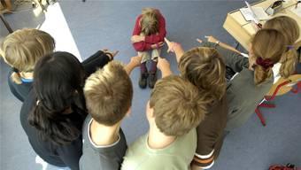 Die Toleranz zwischen Schülern ist gesunken (gestellte Szene). Darum wollen drei Gemeinden einen Sozialdienst. Oliver Menge