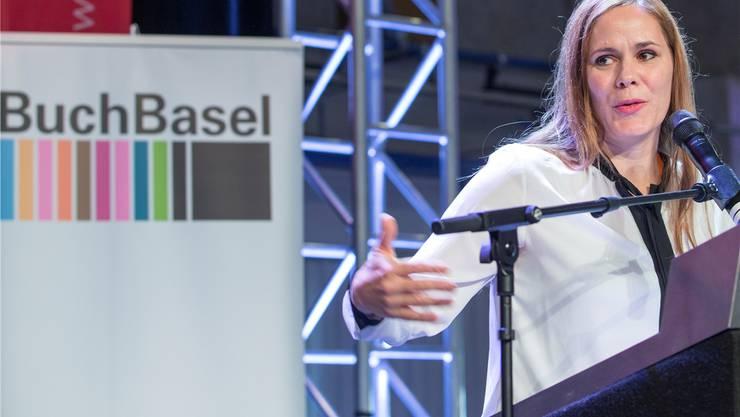 Ohne vorbereitete Rede: Buchpreis-Gewinnerin Monique Schwitter bedankt sich. PATRICK STRAUB/Keystone