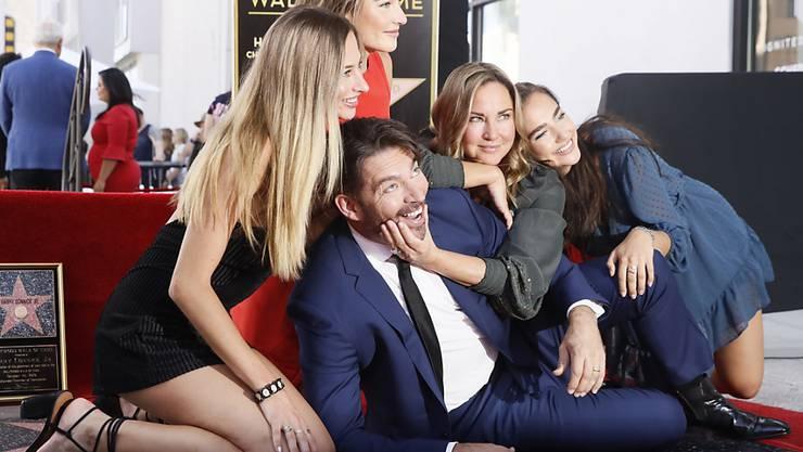 Der 52-jährige amerikanische Sänger und Schauspieler Harry Connick Jr. hat am Donnerstag seinen Hollywood-Stern enthüllt.