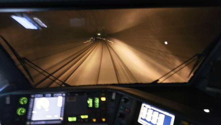 Ab Freitag gilt wieder freie Fahrt durch den Lötschbergtunnel.