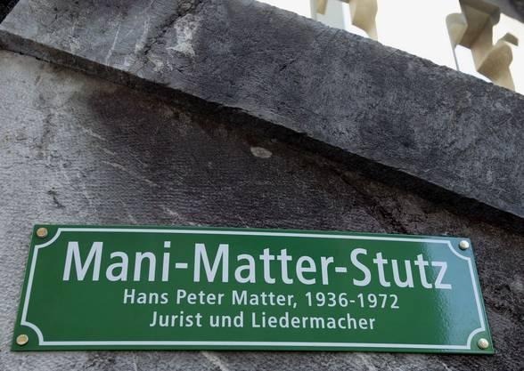 In Bern wurde eine Strasse nach Mani Matter benannt.