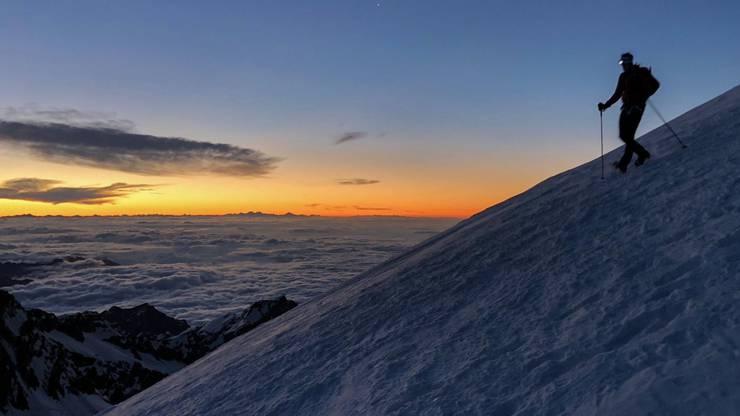 Nicola Hojac im Abstieg von der Vincent-Pyramide noch im Morgengrauen.