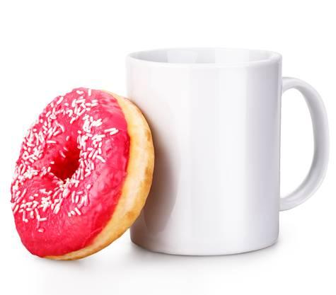 Physiker können einen Donut sozusagen zu einer Tasse verzerren. Dann kann man zwar daraus trinken, aber topologisch ist es das selbe, weil mit dem Henkel immer noch ein Loch da ist.