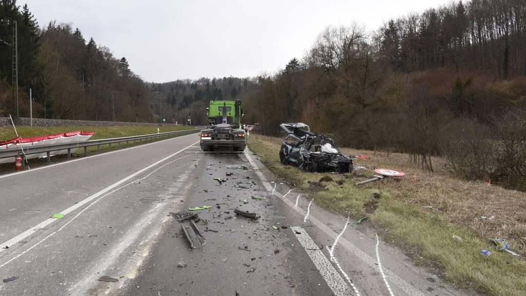 Die Feuerwehr konnte die 78-Jährige nur noch tot aus ihrem Unfallauto bergen.